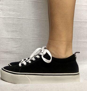спортивне обувь в Кыргызстан: Кеды от Steve Madden (американский бренд) Обували 2 раза Куплено в Дуб