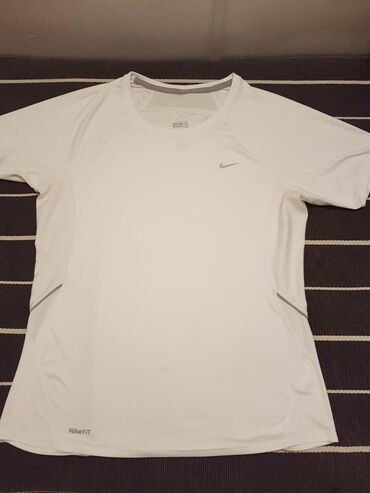 Majica sl - Srbija: Nike original majica,M velicina,bez ostecenja.SNIZENO NA 1200.Uplata