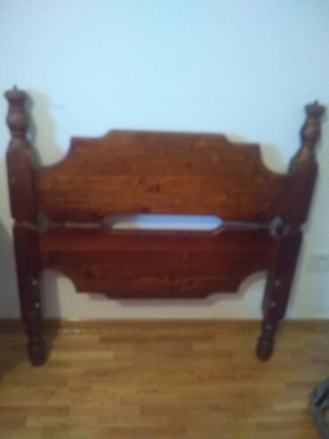 Drva - Srbija: Krevet za jednu osobu, očuvan, puno drvo 2 m x 90 cm. Cena 4.500,00