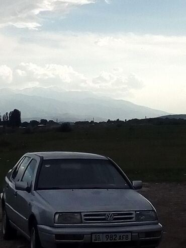 Volkswagen - Бишкек: Volkswagen Vento 1.8 л. 1993 | 27000 км