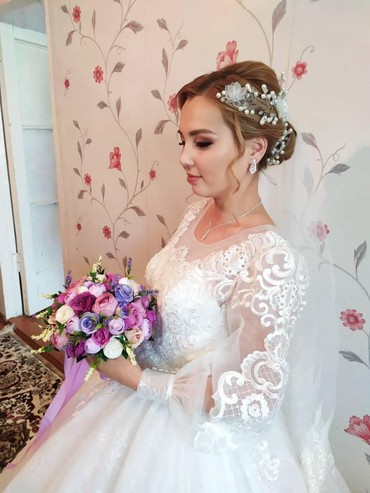 Продаю свадебное платье, размер 42-44, цвет лёгкий айвори. Всего один