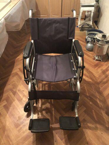 Инвалидные коляски - Кыргызстан: Инвалидная коляска. покупали новую за 23000 1.5 месяца назад. не звони