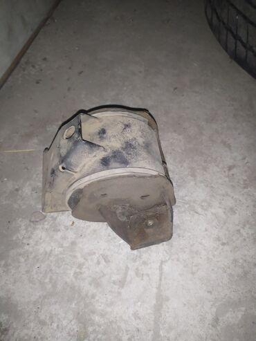 Продаю подушку на двигатель на пассат Б3