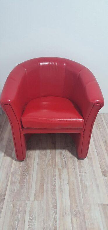 Fotelja bez ostecenja. Prodaje se zbog promene stana pa se ne uklapa