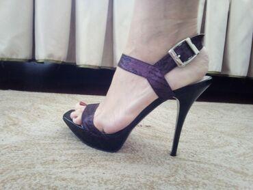 Женская обувь - Бишкек: Продаю роскошные босоножки фирмы Glossi. Клубный вариант. Кожа внутри