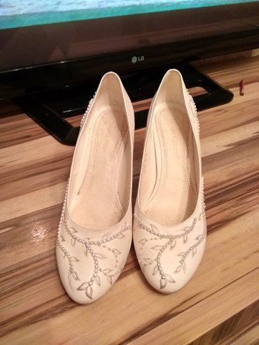 Туфли белые одевали один раз на в Бишкек