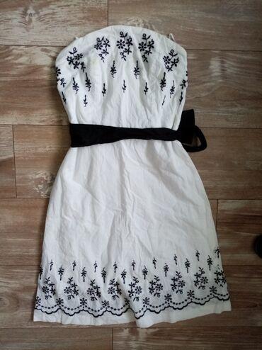 Orsay haljinica bez bretela, na leđima ima rajfeslus, i silikon koji