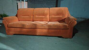 37 объявлений: Срочно продаю мягкую мебель, 3 местная и 2 местная, чехол в подарок. Е