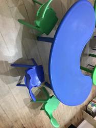 Продаю 2 стола и 12 стульев. Очень прочные, выдерживают 150кг