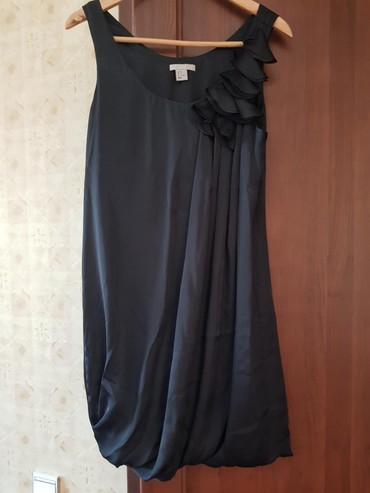 Женская одежда - Беш-Кюнгей: Платье Коктейльное HM M