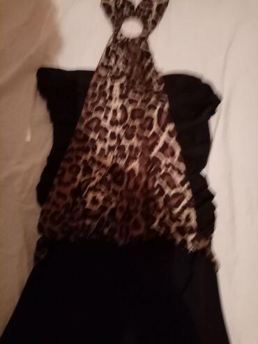 4 haljine, suknja, majica, dve košulje, dva ista kaputa (đubretarac)