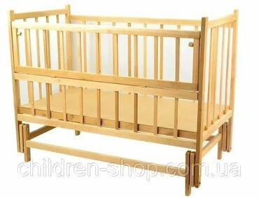 Детская кроватка с откидной боковиной на колёсикахПочти не