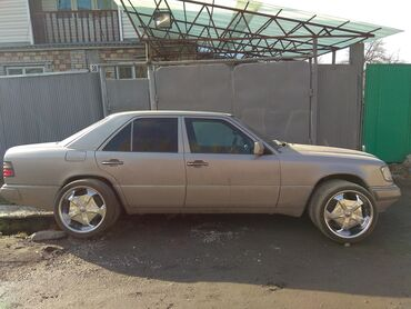 Mercedes-Benz E 220 2.2 л. 1994   456785 км
