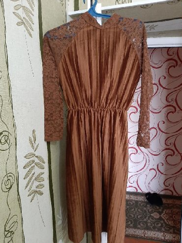 Платье в отличном состоянии. Размер М
