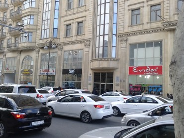 Bakı şəhərində Под магазин ресторан салон банк 1 этаж