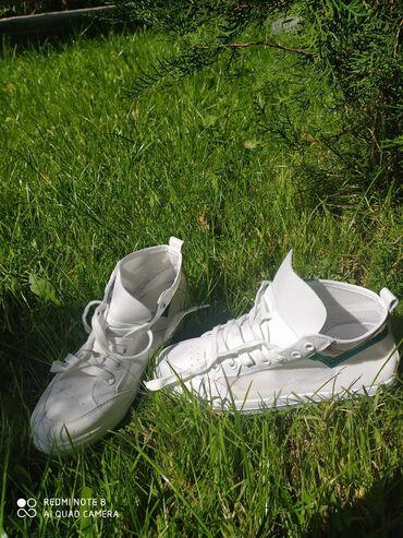 спортивная обувь кроссовки в Ак-Джол: Кроссовки 38, новые, акция 500
