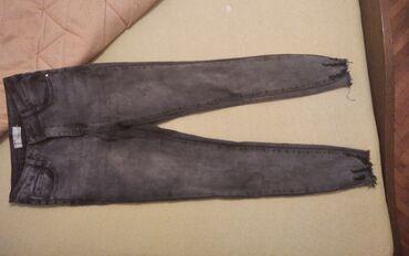 Duboke farmerke, pune elastina.Velicina M.Oblikuju se po figuri