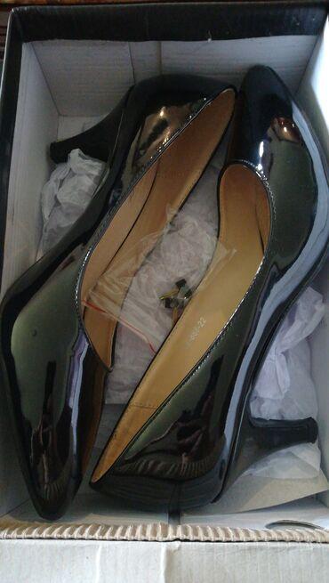 Ženska obuća | Kragujevac: Lakovane salonke. Broj 37.manja stiklica. Opet sam kupila manje i