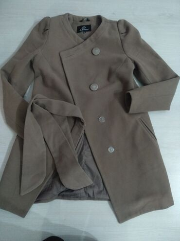 Продаю пальто б/у покупала за 7000тысяч отдам за 1000сом. 42 размер