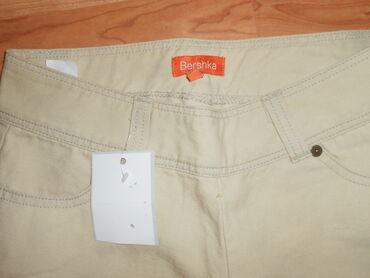 Pantalone Bershka vel. 38  Pantalone Bershka vel. 38 nove su ali kupl