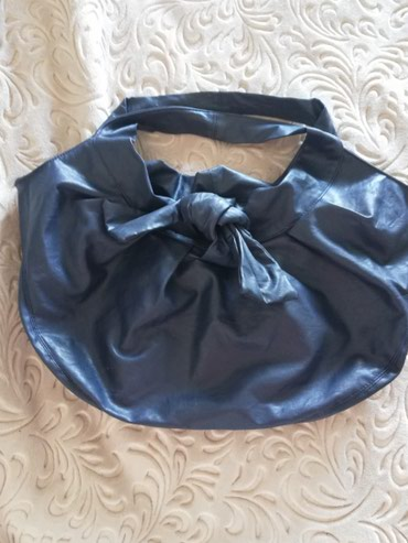 Teget plava torba, ima dve tackice na poledjini ostalo je u odlicno - Sjenica