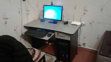 Asus komputeri və komputer stolu satilir: ekran hp (ölçüsü 19), video  в Баку