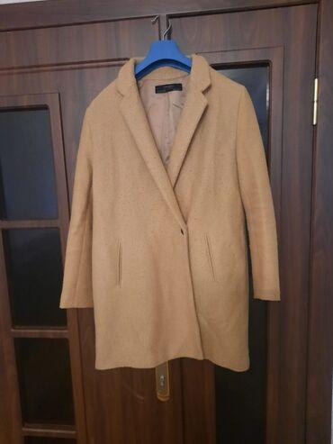 Satılır Zara markasinin L ölçülü krem rəngli paltosu. Az geyinilib