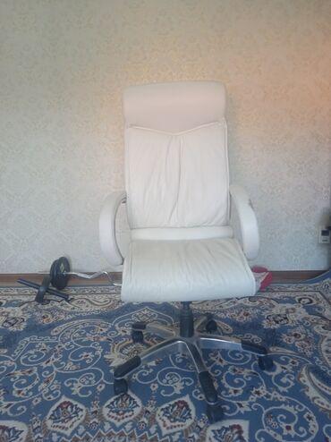 Офисное кресло. Кожаное