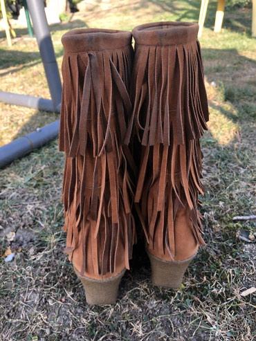Ženska obuća | Novi Banovci: Cizmice sa resama broj 39 u odlicnom stanju
