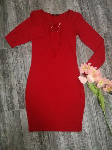 •Noseno jednom•Crvena haljina•Velicina S•Rastegljiva je•Cena: 700din