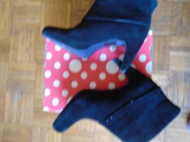 Čizme su baš kvalitetne, čvrste i udobne, od crne prevrnute kože - Belgrade