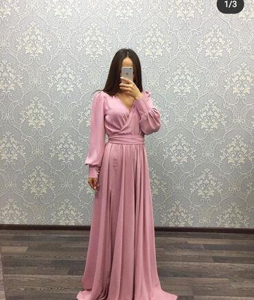 Платье с вырезом на коленке,новое