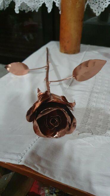 Rucno radjene ruze od metala predivan poklon ili dekoracija