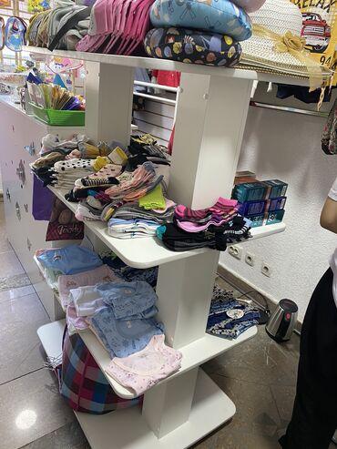 Срочно продаю витрину для обуви,сумок,головных уборов и т.д