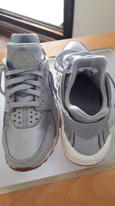 Nike patike - Srbija: Patike Nike boja srebrna u odlicnom stanju bez ostecenja.Velicina 38.5