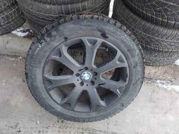 Автозапчасти и аксессуары - Бишкек: 255/55 r19 зимняя резина, стояла на БМВ х6 подойдёт для e70, e71