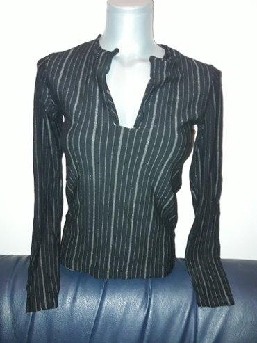 Crna bluzica sa srebrnim linijama  vel. S / m - Prokuplje