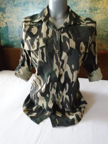 Moderna i praktična, jednom nošena, militari košuljica. Strukirana - Belgrade