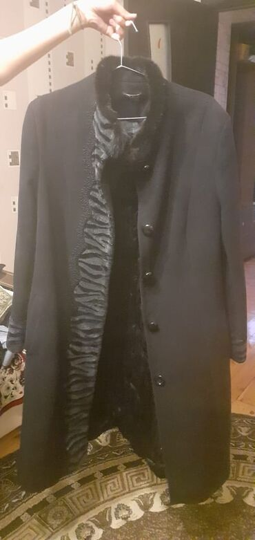 Palto teze kimidi biraz geyinilib.yaxwi vezyetdedi razmer 2xl