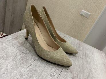 Тумбочки для одежды - Кыргызстан: Туфли Лабутен 38 размер. Удобный каблук. Почти новое !!! Нежным