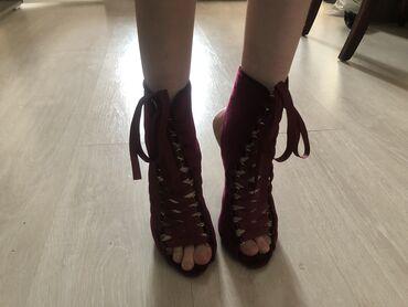 10537 объявлений: Велюровые туфли(ботильоны). Очень эффектно смотрятся на ногах, хорошо