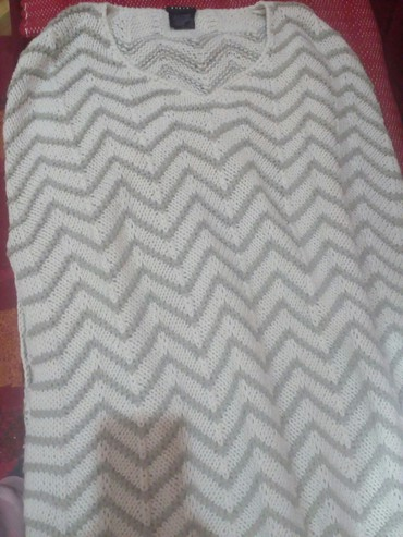 Lep dugacak belo sivi ponco l-xl. Duzina 84 cm bez resica, 100 cm sa - Novi Pazar