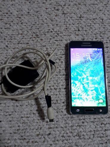 Elektronika - Kula: Samsung Alpha G850F sa 2 gb rama i 32 gb interne memorije. Zadnja
