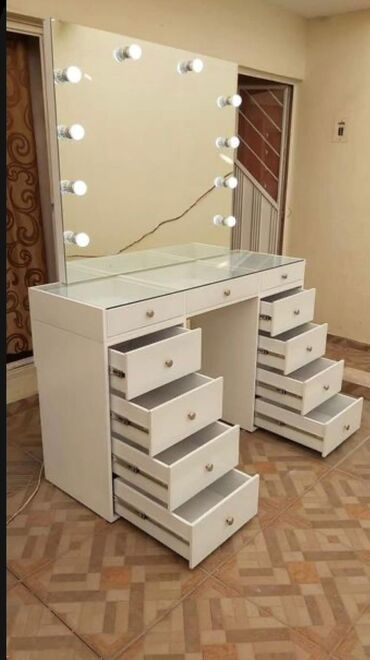 kvadrat manejlər - Azərbaycan: Makeup termosuKvadratı 180 azn👌Istənilən dizayn,rəng və ölçü də