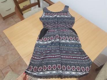 Preslatka haljina,samo sa unutrasnje strane dzepa ima malo svetlije - Belgrade