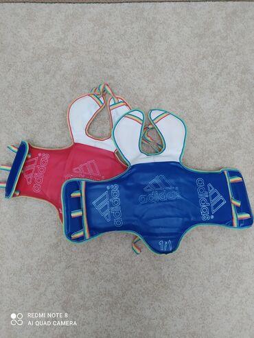 qırmızı bodilər - Azərbaycan: Taekwondo ucun jilet ela veziyyetdedir. Iki terefli isletmek olur