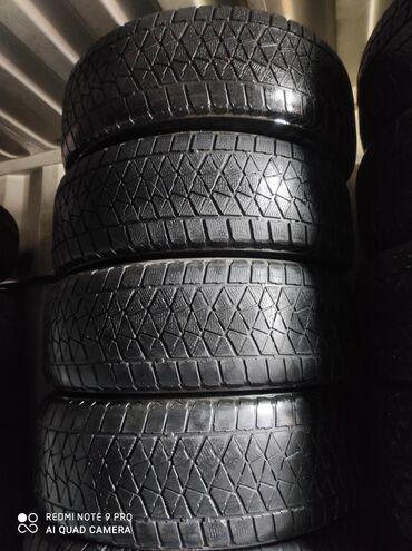 шины на 17 цена в Кыргызстан: 235.65.17 размер Продаю шины комплект зимняя липучка Японский