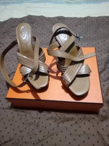 Tod's cipele na platformuBroj 37Braon bojaPar puta nošeneBez oštećenja