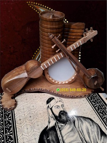 Bakı şəhərində Milli alətlər (əl işi)
