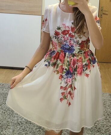 Cvetna vesela haljina, sa puf rukavima, nova, svečana, velicina M